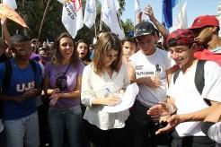 Manuela D'Ávila do PCdoB assina o Pacto pela Juventude